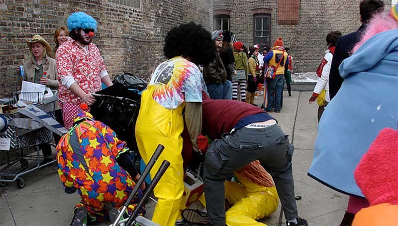 clown-fighting